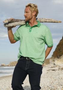 Kevin grünem Poloshirt