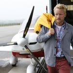 Kevin vor Flugzeug