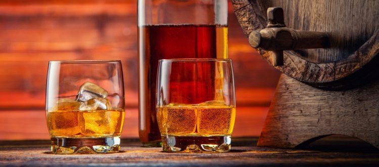 Whiskey Gläser mit Fass